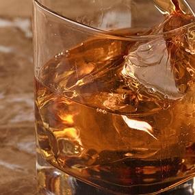 У нас разрешен | вход со своим | крепким алкоголем!
